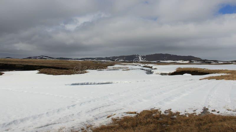 Små flod- och vinterlandskap royaltyfri foto