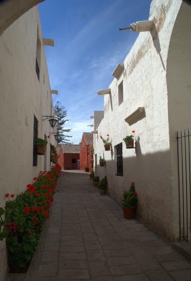 Små gator av Santa Catalina Monastery i Arequipa royaltyfria bilder