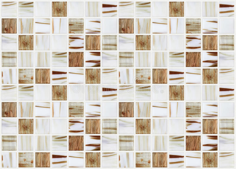 Små marmorfyrkanttegelplattor med beigea färgeffekter arkivbild