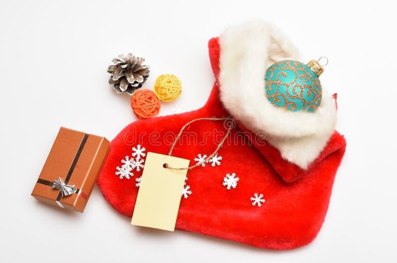 Små objekt som lagerför stuffers eller små julgåvor för utfyllnadsgods Påfyllningssocka med gåvor eller gåvor Innehåll av jul royaltyfri bild