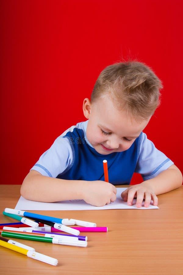 Små pojkeattraktioner fotografering för bildbyråer