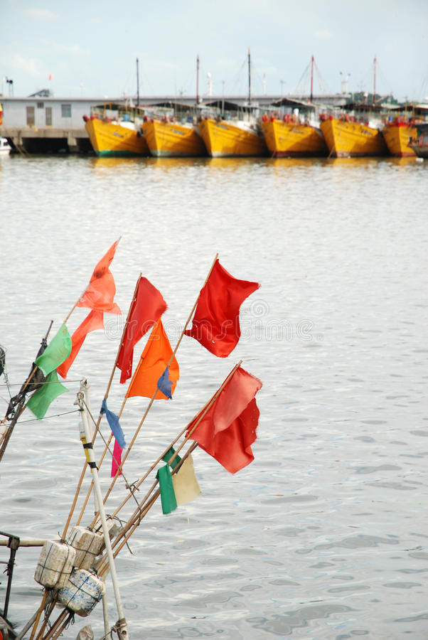 Små röda flaggor royaltyfri fotografi