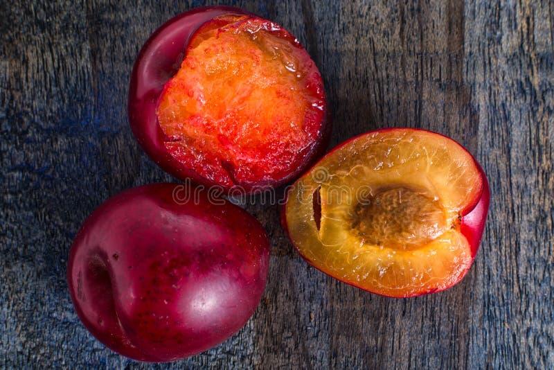 Små röda plommoner i Ecuador kallade claudia arkivbilder