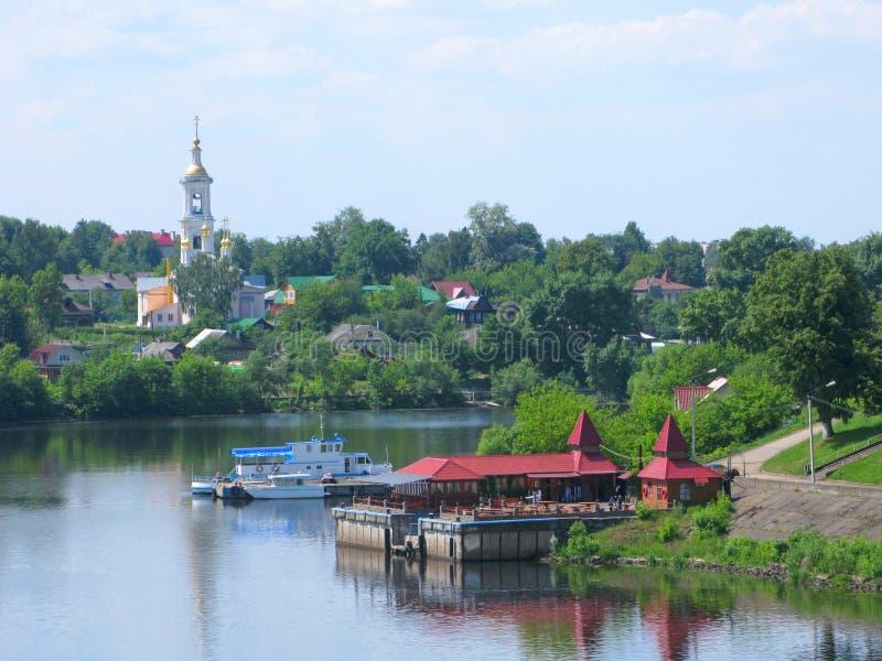 Små städer av Ryssland, Kimry, Tver region, Volga River arkivbilder