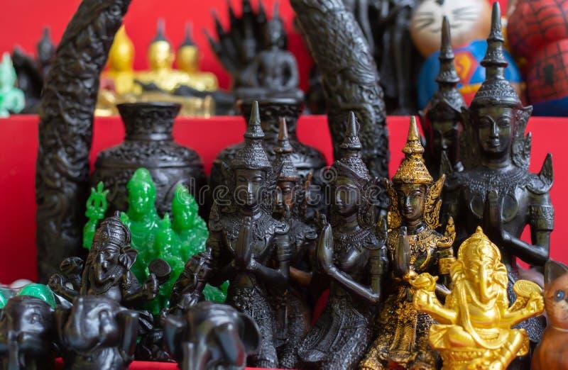 Små statyetter av Buddha royaltyfri bild