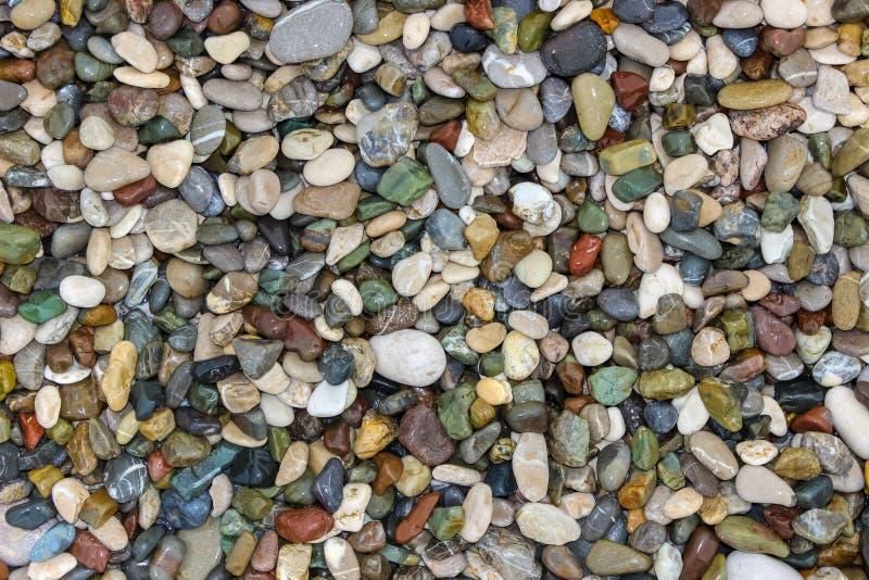 Små stenar på Pebble Beach, bakgrund arkivfoto