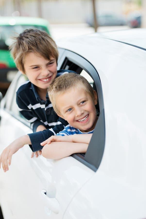 Små unga pojkar royaltyfria bilder