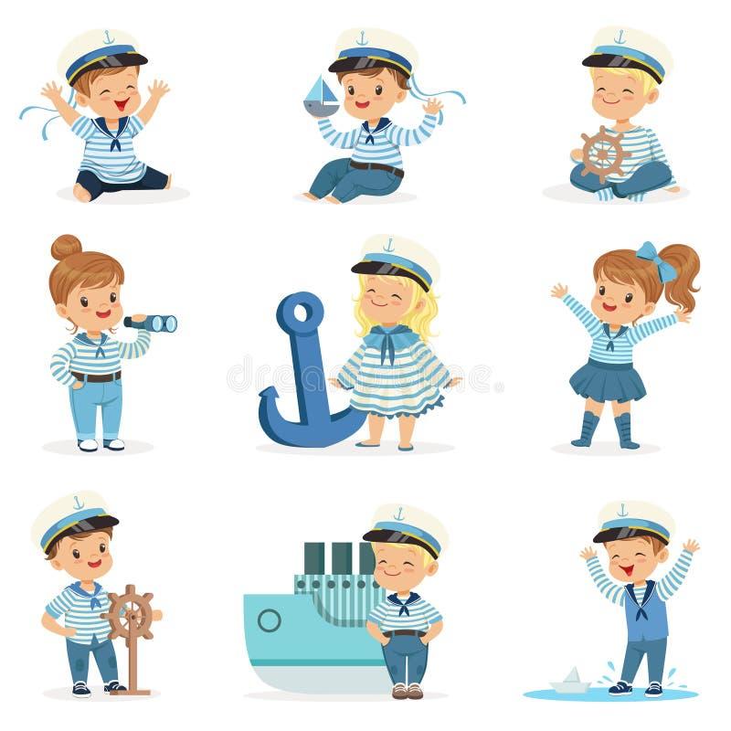 Småbarn i sjömandräkter som drömmer av att segla haven som spelar med förtjusande tecknad filmtecken för leksaker vektor illustrationer