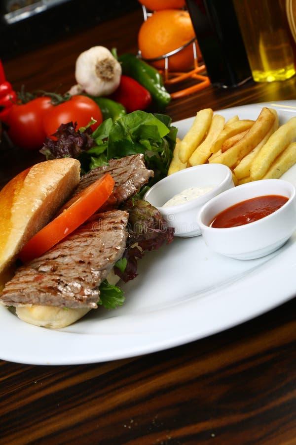 Småfiskar för för nötköttbiffsmörgås och fransman royaltyfria foton