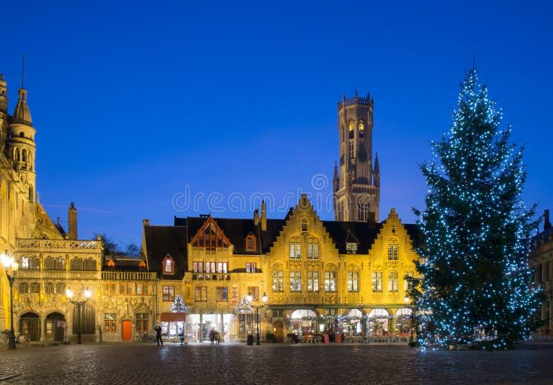 Småstadfyrkant i Bruges, Belgien arkivbilder