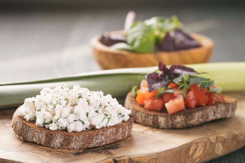 Smörgås eller bruschetta för råg två arkivfoton