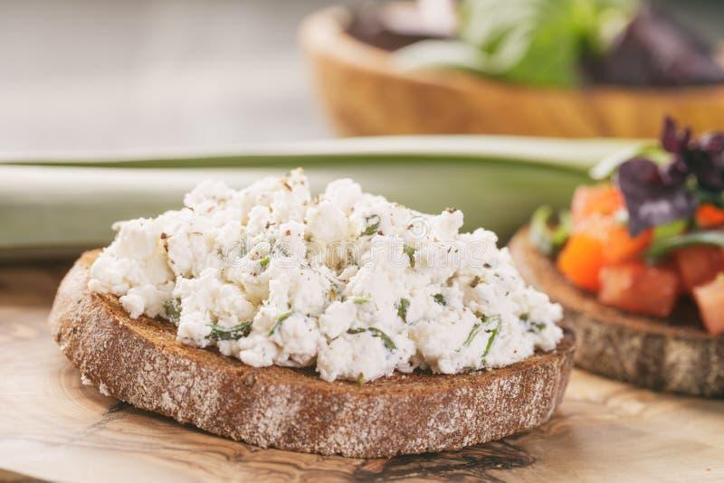 Smörgås eller bruschetta för råg två royaltyfri bild