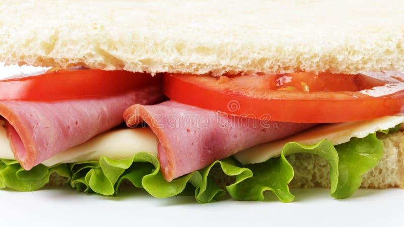 Smörgås med skinka, ost och grönsaker royaltyfria foton