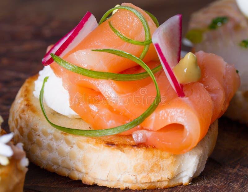Smörgåsar med fisken royaltyfri bild