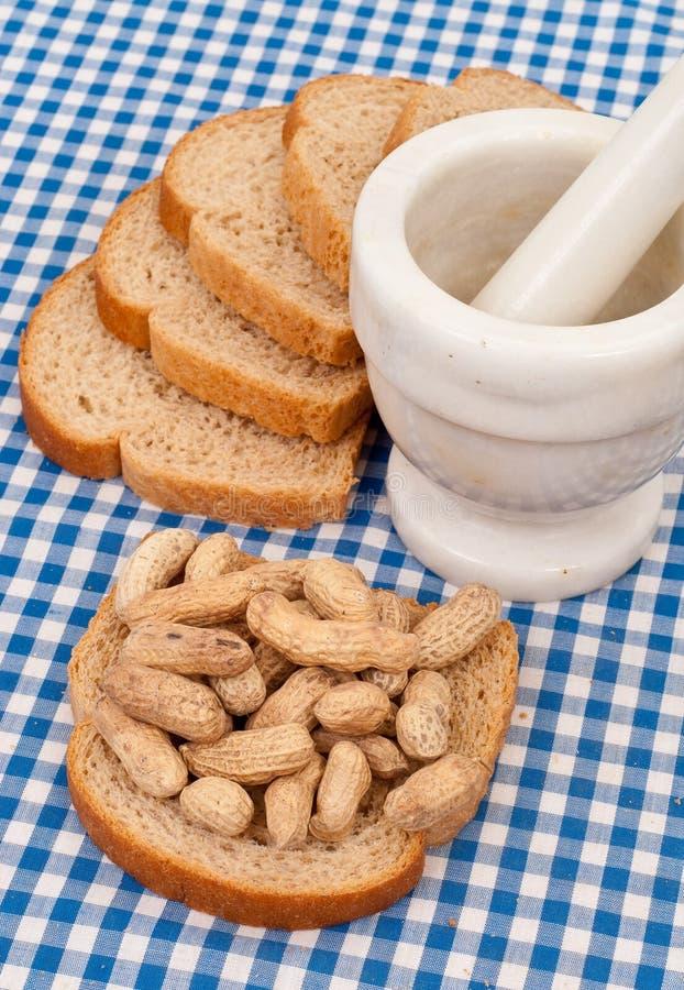smörjordnötrostat bröd royaltyfri foto
