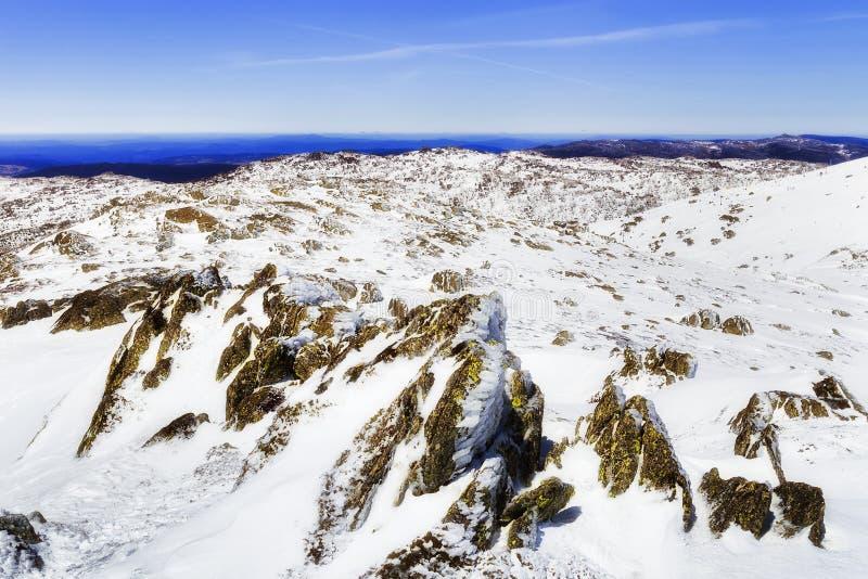 SM后面Perisher Mt上面岩石 库存图片
