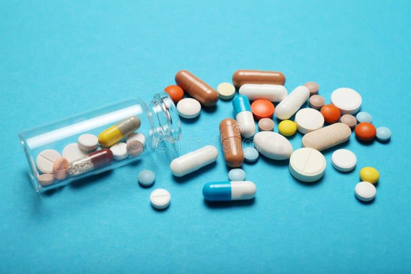 Sm?rta m?rdarepiller, medikamentbegrepp Apotek- och medicinbakgrund royaltyfri foto