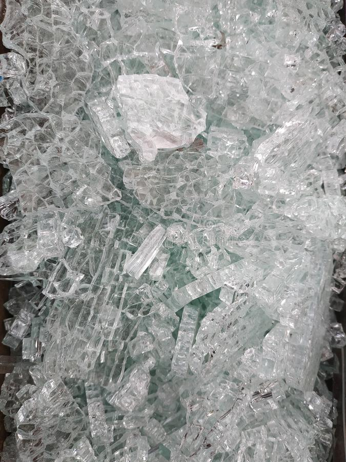 Sm? stycken av brutet exponeringsglas arkivbilder