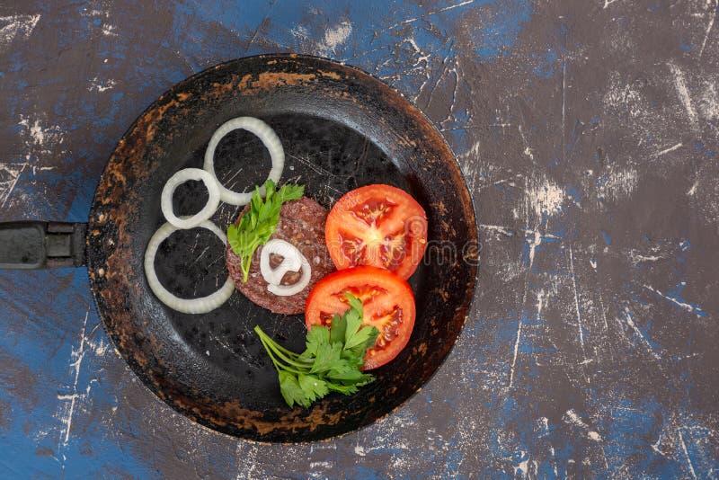 Smażący wołowina hamburger fotografia stock