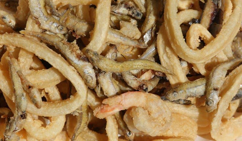 Smażąca ryba z garnelą i kałamarnicą zdjęcie stock