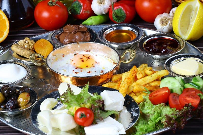 Smażący śniadania i jajka zdjęcie stock