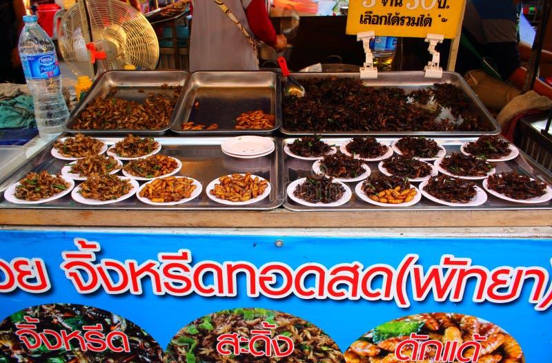 Smażący insekty na tajlandzkim matket zdjęcia royalty free