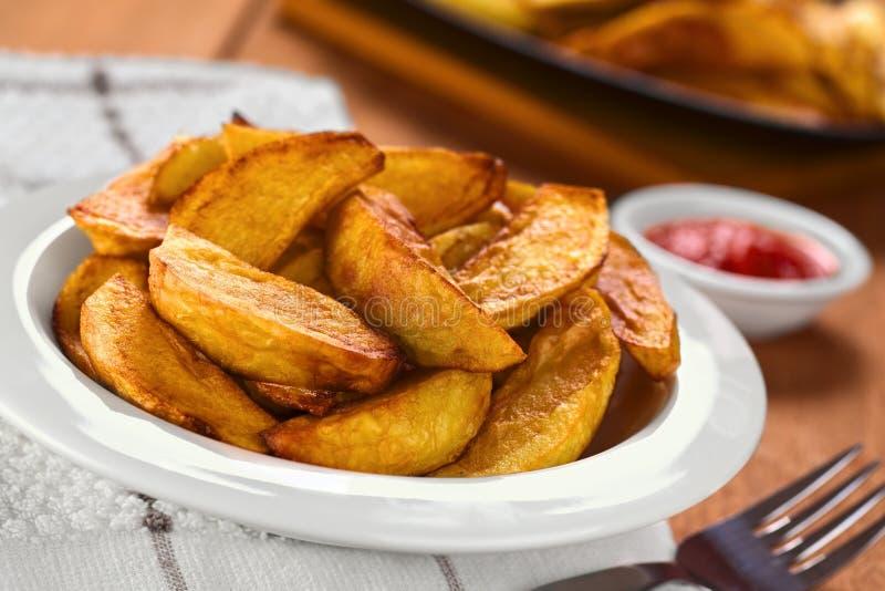 smażący kartoflani kliny zdjęcie stock