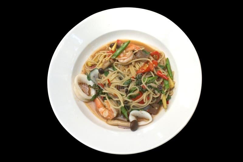 Smażący Korzennego spaghetti owoce morza spaghetti Tajlandzki Stylowy ochraniacz Kee Mao zdjęcia stock
