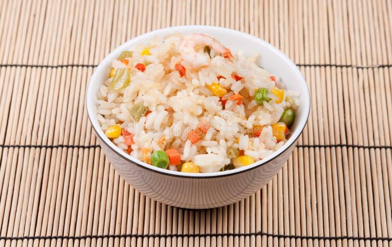 smażący krewetki ryż warzywa zdjęcia royalty free