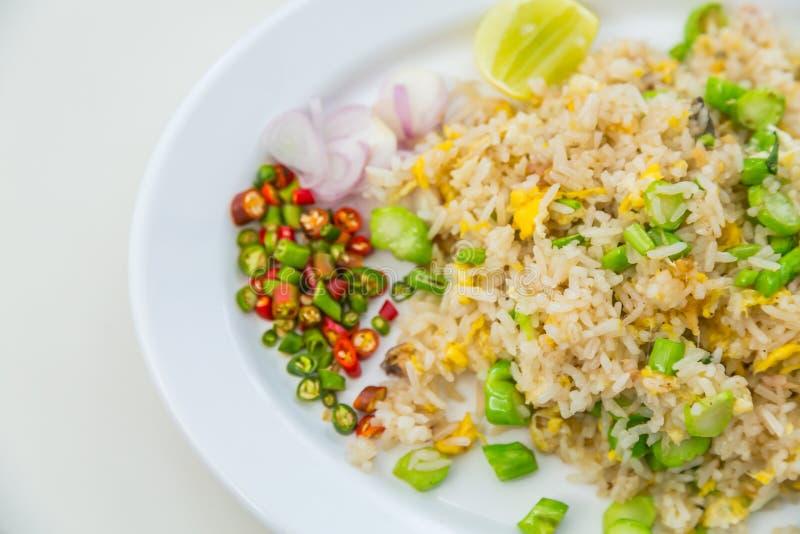 Download Smażący ryżowi warzywa obraz stock. Obraz złożonej z nikt - 57651009