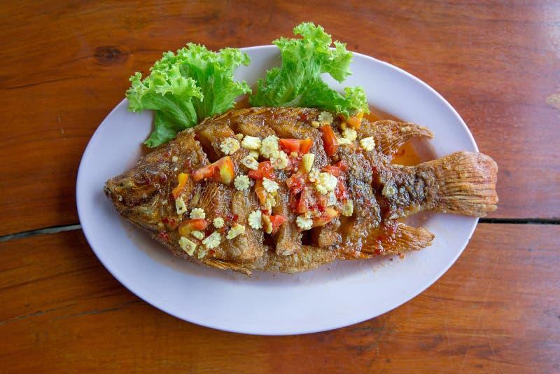 Smażący rybi z słodkimi chili kumberlandu śliwkami Rad Prik obraz royalty free