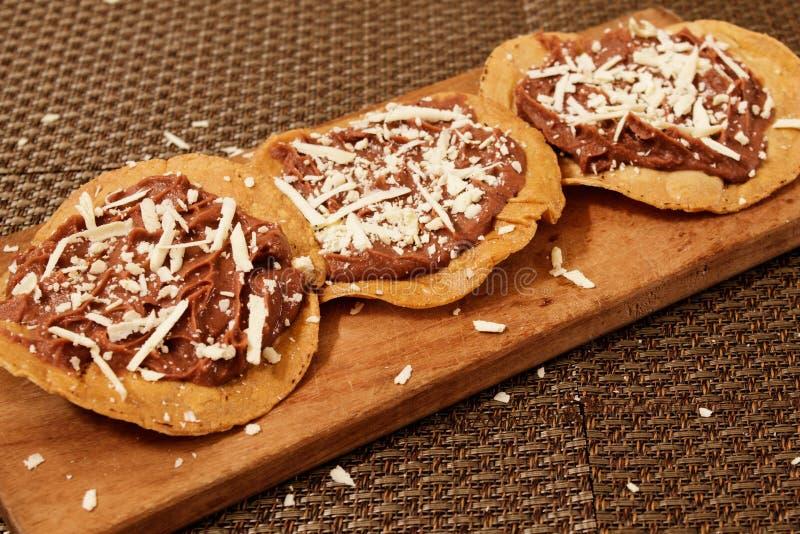 Sma??cy tortilla z beens typican jedzeniem od Honduras fotografia royalty free