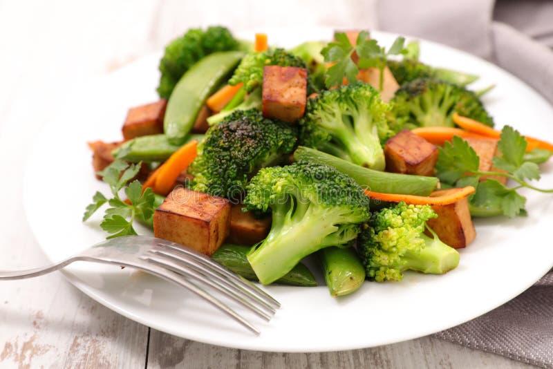 Smażący warzywo i tofu fotografia royalty free