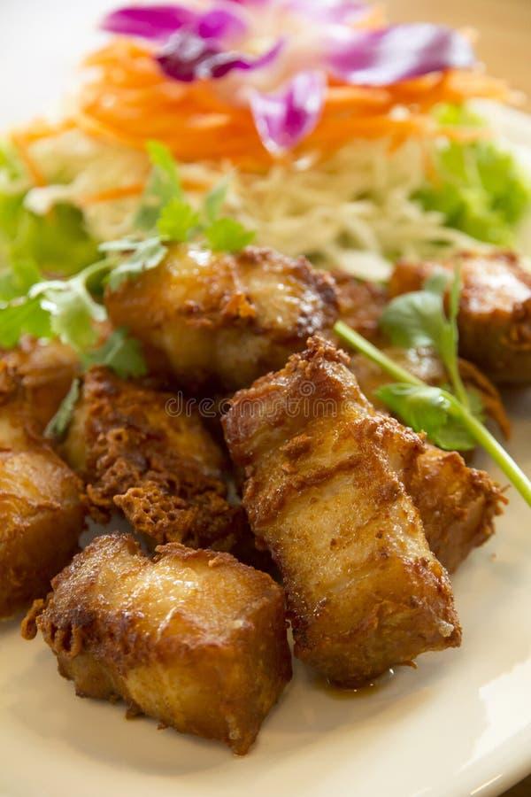 Smażący wieprzowina brzuch, to marynuje z rybim kumberlandem i pikantność obrazy stock
