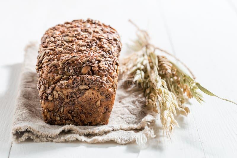 Smakelijk en vers brood met verscheidene korrels voor ontbijt royalty-vrije stock fotografie