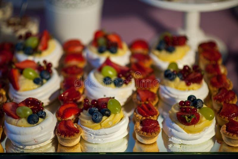 Smakelijk gebakje met vruchten royalty-vrije stock foto