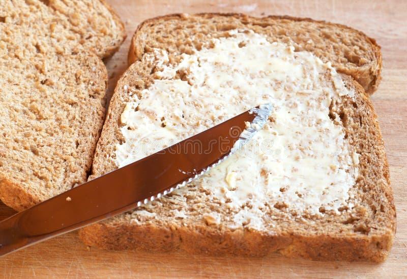 Smakelijk gezond wholewheat brood met boter royalty-vrije stock foto