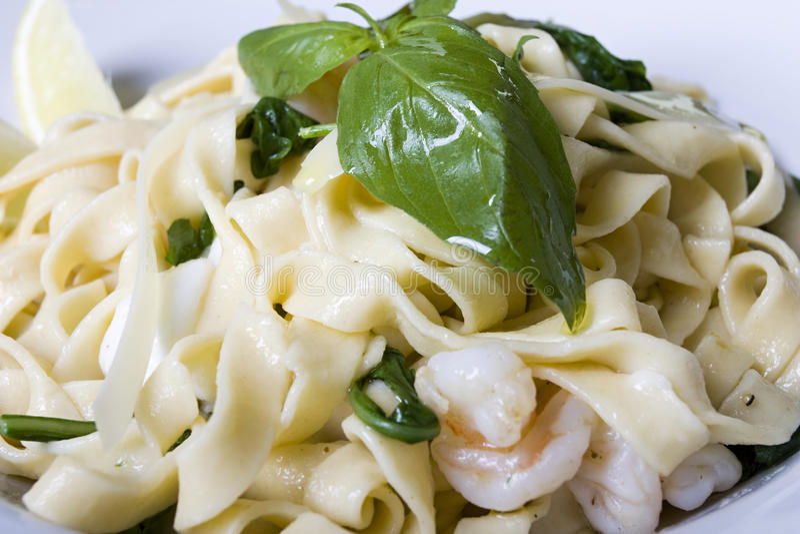 Smakelijk overzees voedsel met de deegwaren van Italië stock fotografie