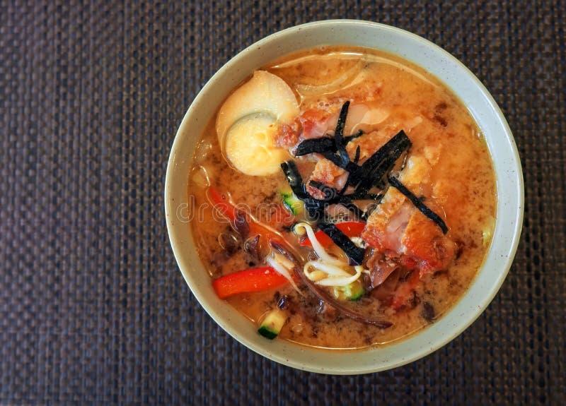 Smakelijk ramen, traditionele Japanse schotel Aziatische keuken Hoogste mening royalty-vrije stock foto