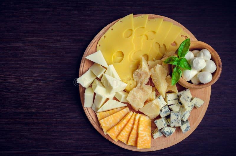 Smakelijk voorgerecht Plaat van kaas stock afbeeldingen