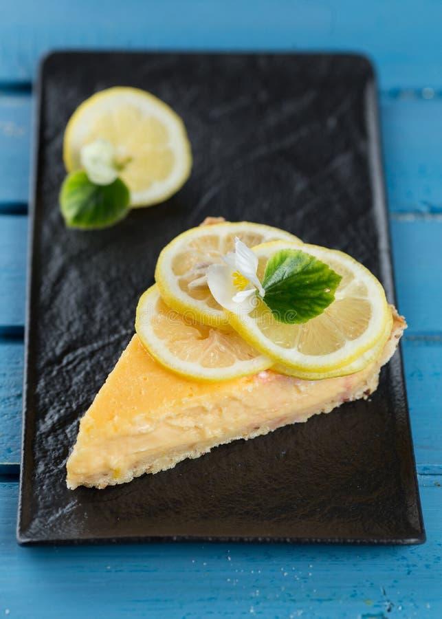 Smakelijke citroenpastei - Scherpe Citroen stock afbeelding