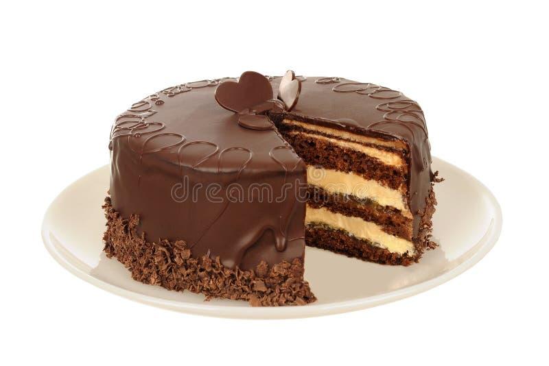 Smakelijke die Chocoladecake op Wit wordt geïsoleerd royalty-vrije stock foto's