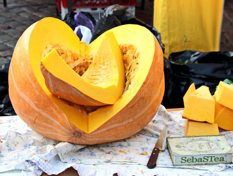 Smakelijke die pompoen voor het oogstfestival wordt gekweekt stock afbeelding