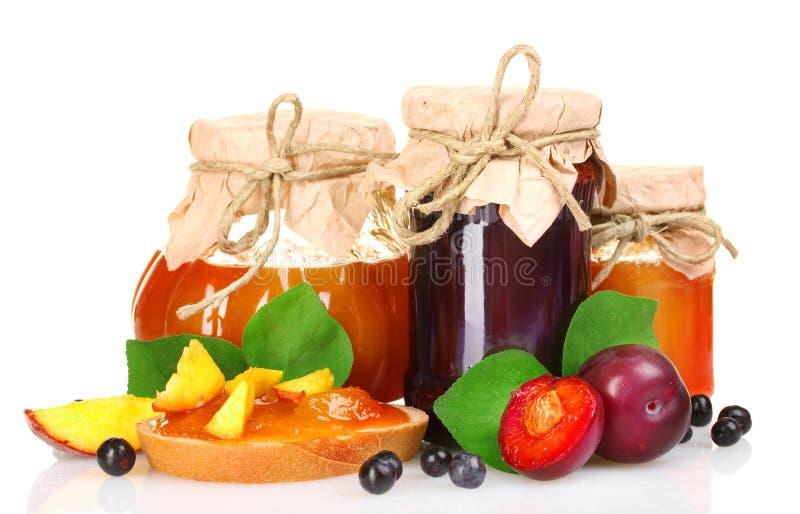 Smakelijke fruit en bessenjam stock afbeeldingen