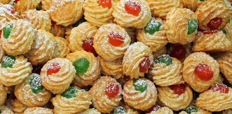 smakelijke gebakjes met fruit op hoogste en zoet amandeldeeg royalty-vrije stock fotografie