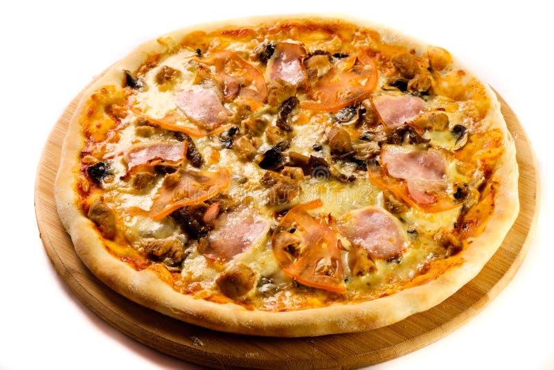 Smakelijke gebakken pizza royalty-vrije stock foto's