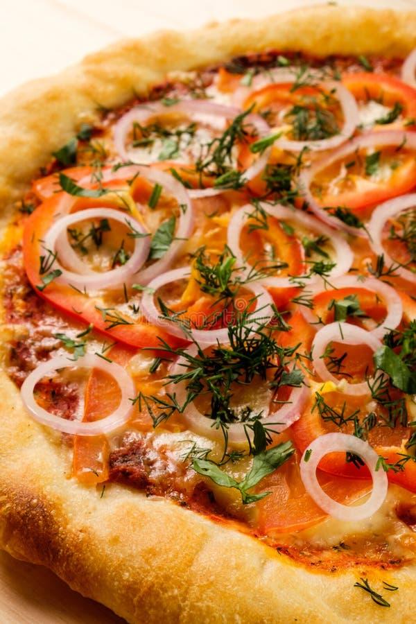 Smakelijke gebakken pizza royalty-vrije stock afbeeldingen