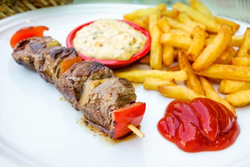 Download Smakelijke Geroosterde Vlees En Groentenvleespennen Stock Foto - Afbeelding bestaande uit cuisine, grill: 39107988