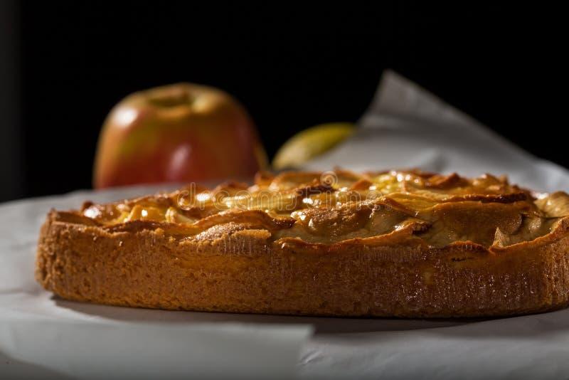 Smakelijke Heerlijke Eigengemaakte verse gebakken Appeltaart stock foto