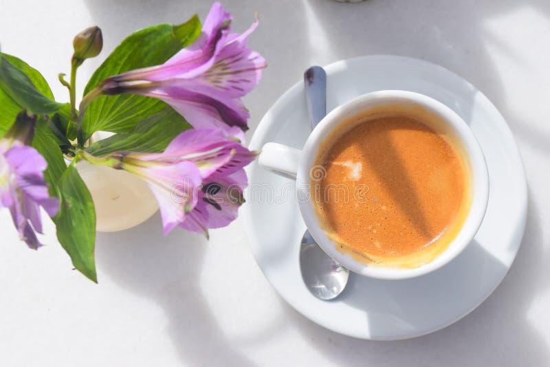 Smakelijke, hete en heerlijke koffie royalty-vrije stock foto
